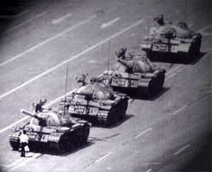 man-in-front-of-tanks-tiananmen