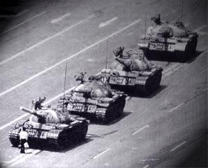 man-in-front-of-tanks-tiananmen